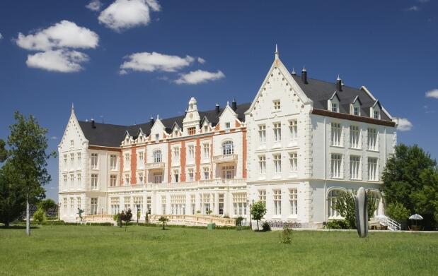Alojamiento en Palacio de las Salinas + balneario para 2