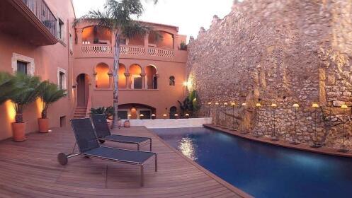Costa Dorada: Hotel-monumento con opción de spa, masaje y cenas