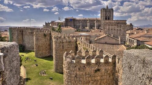 Ávila: 1 ó 2 noches con media pensión para 2 personas