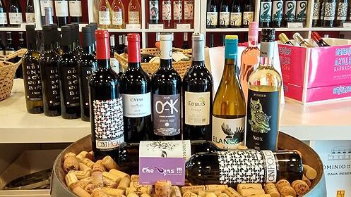 Cata de vinos y tapas para 2 o 4 personas en Che Vins