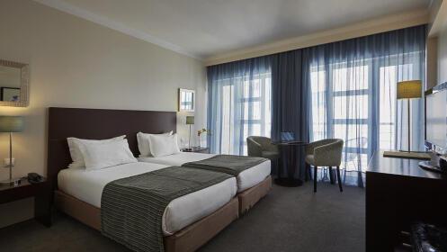 Escapada a Aveiro en Hotel 4* + desayuno + visitas + crucero
