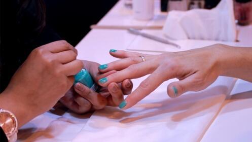 Manicura, pedicura o repaso de cejas en Nails to meet You